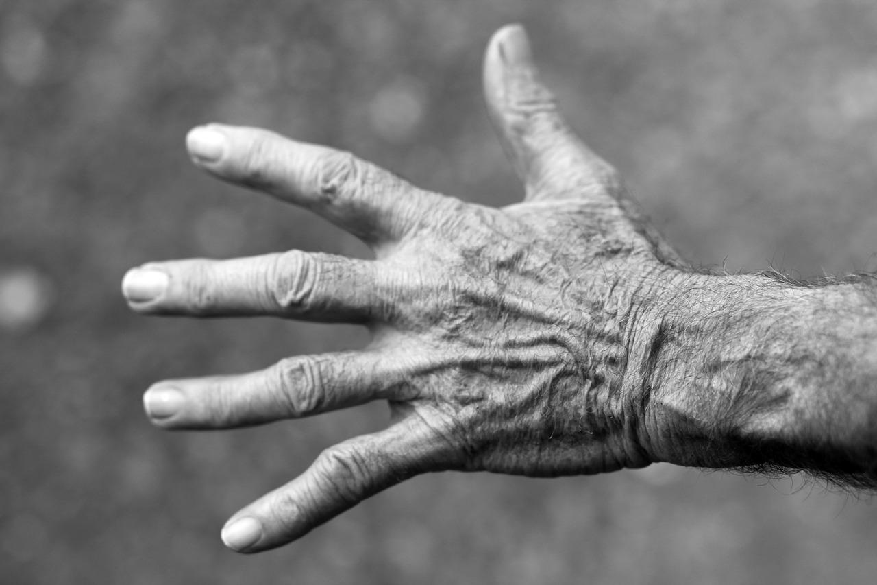 prečo staré kĺby bolia